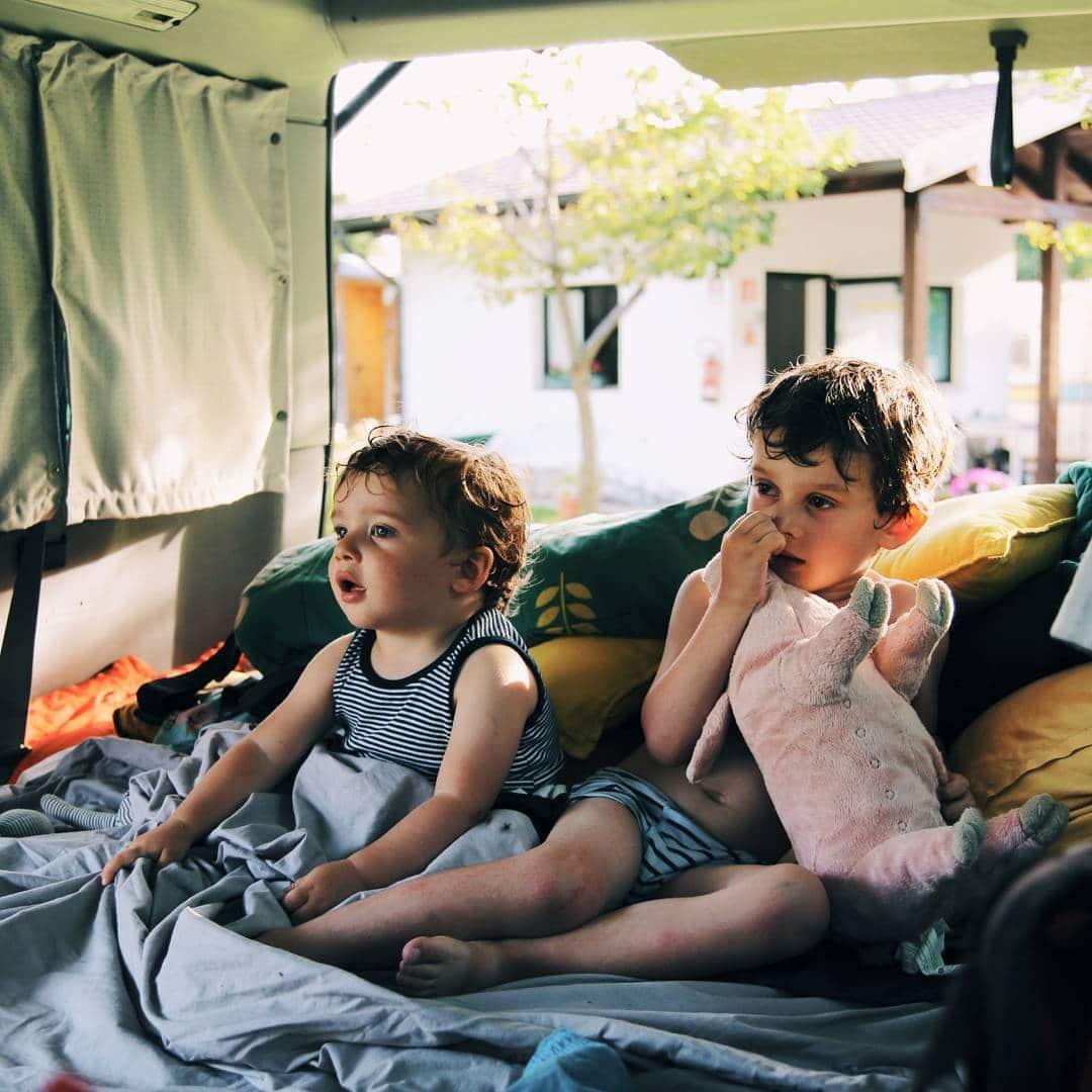 jeunes enfants vanlife van vw westfalia
